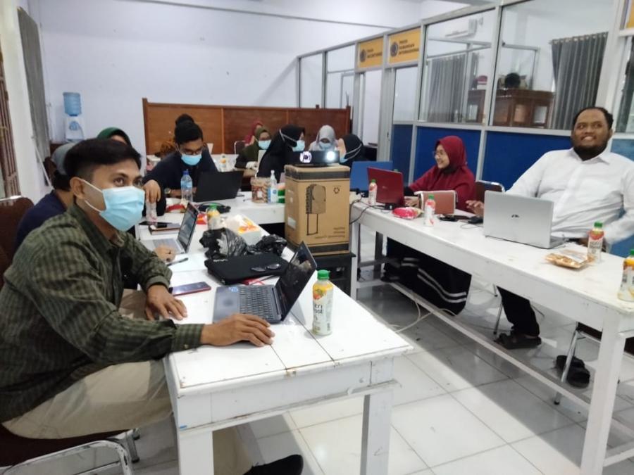 Akhir Pekan, Dosen di lingkungan FISHUM mengikuti Pelatihan Pengelolaan Website Program Studi