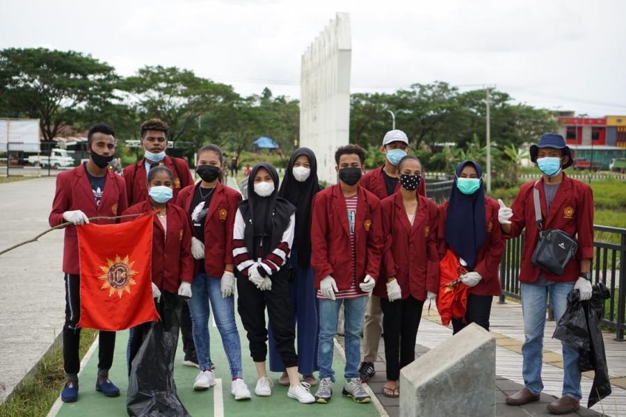 Peringatan Hari Sampah Nasional, Mahasiswa Akuntansi UNIMUDA Sorong ikut berpartisipasi